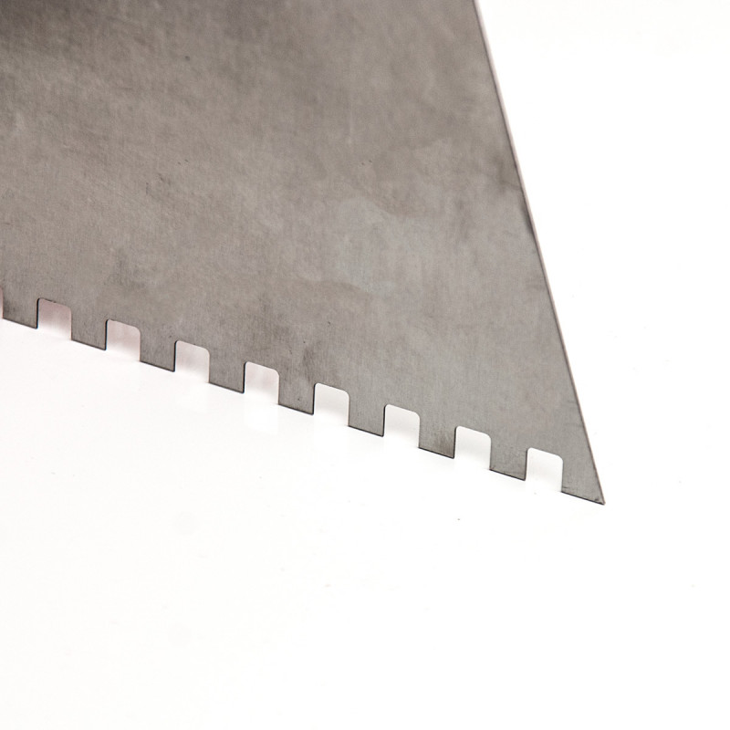 Scraper short wooden handle 250mm with teeth